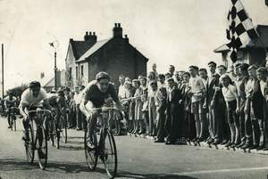 Ken finishing 2nd in the 1947 Burbage Road Race on his welded W & M