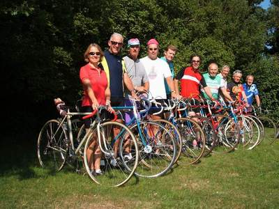 Happiness is owning an Ephgrave - a smiling group at the 2005 Ephgrave Ride held in the Cambridge area.