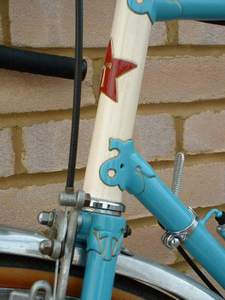 A close-up of the Thanet head tube showing the lugwork, headbadge and the letter 'T' incorporated in the fork crown.