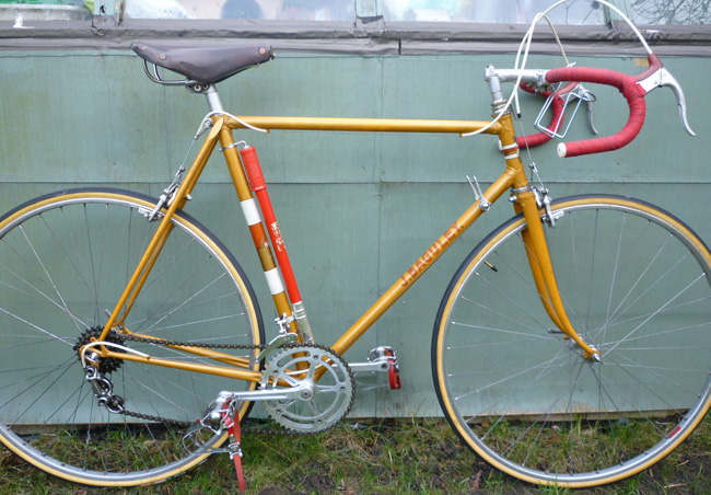 Bryan's Baguley built up to how it might have looked in the early 1960s, early Brooks professional saddle, Campag Record seat pin, GB Maes bars and alloy spearpoint stem, Fiamme Sprints on Campag Gran Sport hubs, Mafac Racer brakes and Silca pump.