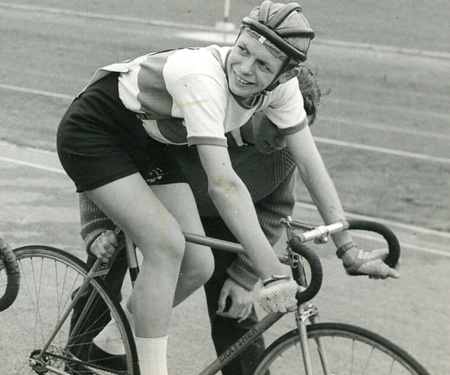 Stuart Windsor riding his fancy lugged Braysher at the Bruce Castle 'Championships' at the Welwyn track in 1961