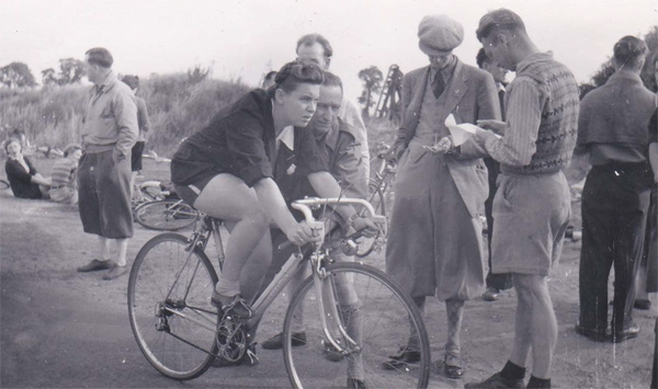 Albert holding daughter Doreen at the start of a time trial - 1949