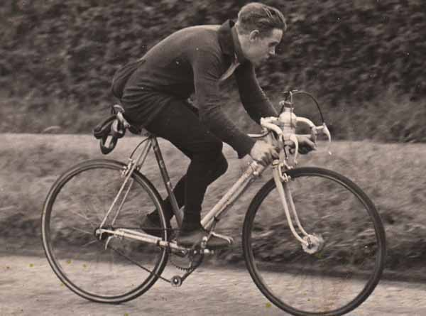 This image is believed to be Jack Holland on his road bike with sprints (spare tubs on rear of saddle). The gear is Osgear or Cyclo but with modified pulley on tension arm, front hub is Harden 'Bacon Slicer'