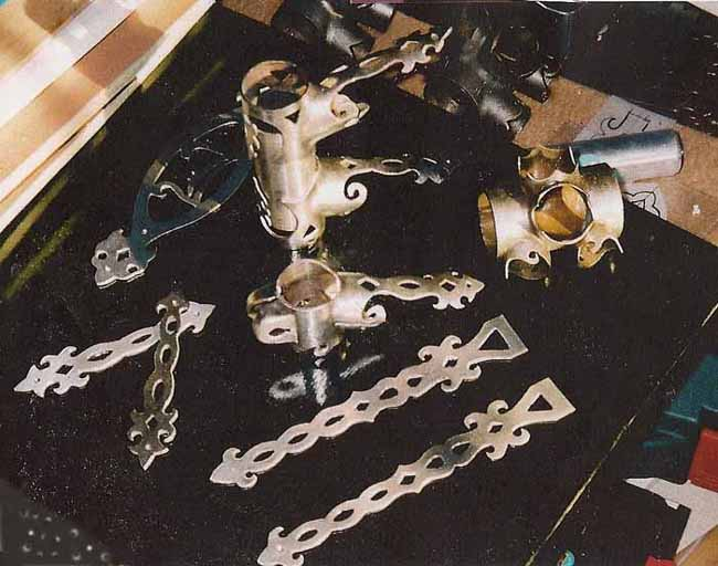A mixture of lugs with extensions and laminates
