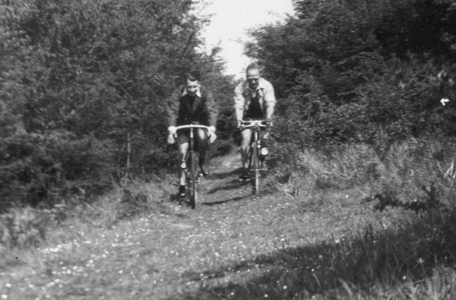 Larger view of Arthur and Frank Major on a Rough Stuff ride Note Guidonnet brake levers on right-hand machine
