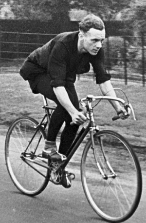 Vic Clark time-trialling in a CCCA (Coventry Cycle Club Alliance) 25-mile TT with the Pollard on fixed-wheel with single rear brake