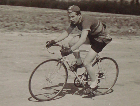 Alan Steer road racing on his 1952/3 Alan Shorter