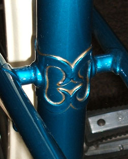 image of the lug used where the twin-tubes cross the seat tube.