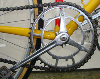 Chater-Lea 2-arm fluted cranks with single ring which has third bolt into rear of crank