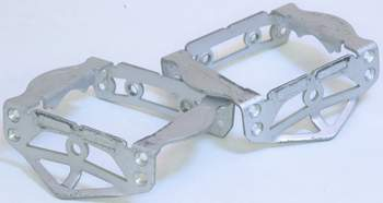 Image of a pair of the alloy 'top-plates' as used on the lighter pedals and also available as a conversion (Image Richard Bryne who has a website purely for pedals - Visit his pedal museum at http://www.speedplay.com/index.cfm?fuseaction=pedalmuseum.intro)