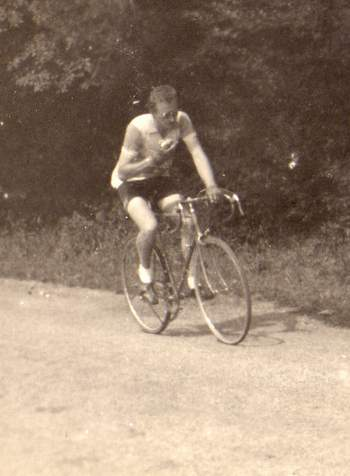 Bernard on his 1950 Vecchietti with Osgear, Gnutti chainset and Simplex double changer on the front.