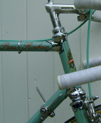 Chrome head lugs and 'Celeste' brake cable
