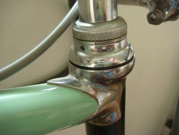 Head lug and Bianchi headset