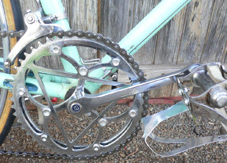 Bianchi chainset, pedals and BB axle
