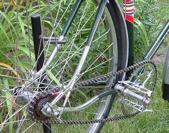 Detail showing 'Vibrant' rear triangle, Hetchins sculpted rear ends and view of pedal fixing hole