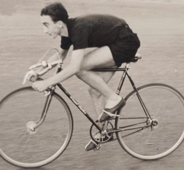 Roy Fossett racing the Claud Butler in June 1950