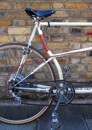 'Stoker's cockpit' showing curved rear seat tube, Resilion cantilever brake plus rear hub brake and Cyclo 3-speed derailleur