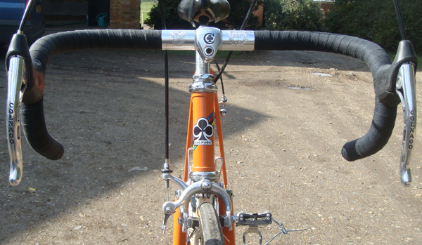 Front view showing pantographed stem and brake levers