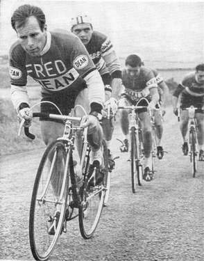 Dave Bedwell in Fred Dean colours, aged 34 here he is followed by Brian Robinson (St Raphael), two Ryall Raxars' riders - one possibly Tony Mills and Jim Grieves (Heylett) competing in the 1962 Isle of Man Road Race. Bedwell, being quite short, always rode small frames with very little distance between head and down tubes as can be seen here. Thanks to John Spooner for identifying these riders.