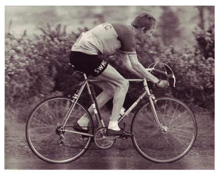 Here is a picture of Lee, in SWRC colours, on his Fred Dean taken in 1966 at a race in Ashdown Forest. Although Fred's frames always had the transfers on the top tube Lee had his re-sprayed with the name on the down tube just to be different! This machine was built with Oscar Egg lugs. Lee tells us that Fred was a wonderful character who always gave therm loads of credit, which led to his downfall! Lee rembers that Fred and his wife always showed up at races in his red 1956 American Ford Thunderbird. He was a real extrovert!