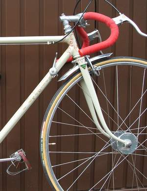 Detail showing Capo Berta bars on GB alloy stem, Simplex lever and Harden 'Bacon Slicer' hubs