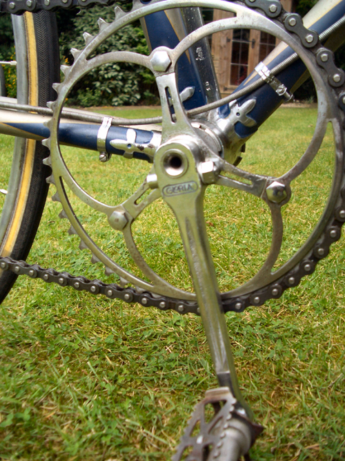 Gloria-badged single steel cottered chainset and bottom bracket lugwork