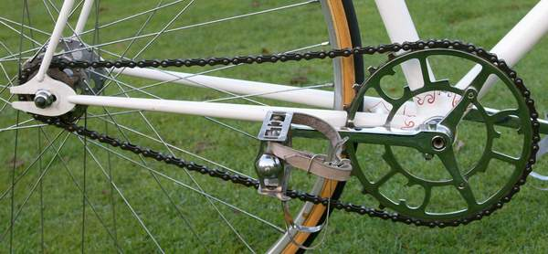 Classic 50's track set up with Chater chainset and pedals with inch-pitch block chain (detail below)