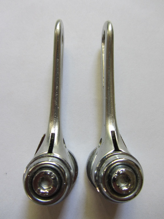 A side on view showing the allen key fixing screws.
