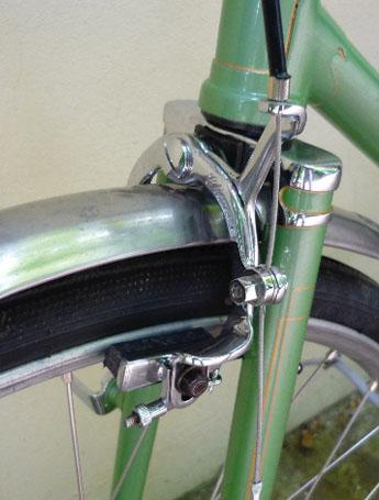 Monitor Climax brake stirrup with restraining 'hook' to prevent brake shudder