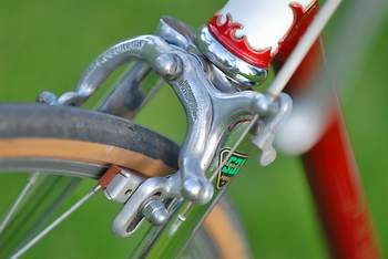 Round-bladed forks, Coureur stirrups and close-up of the Professional lugs