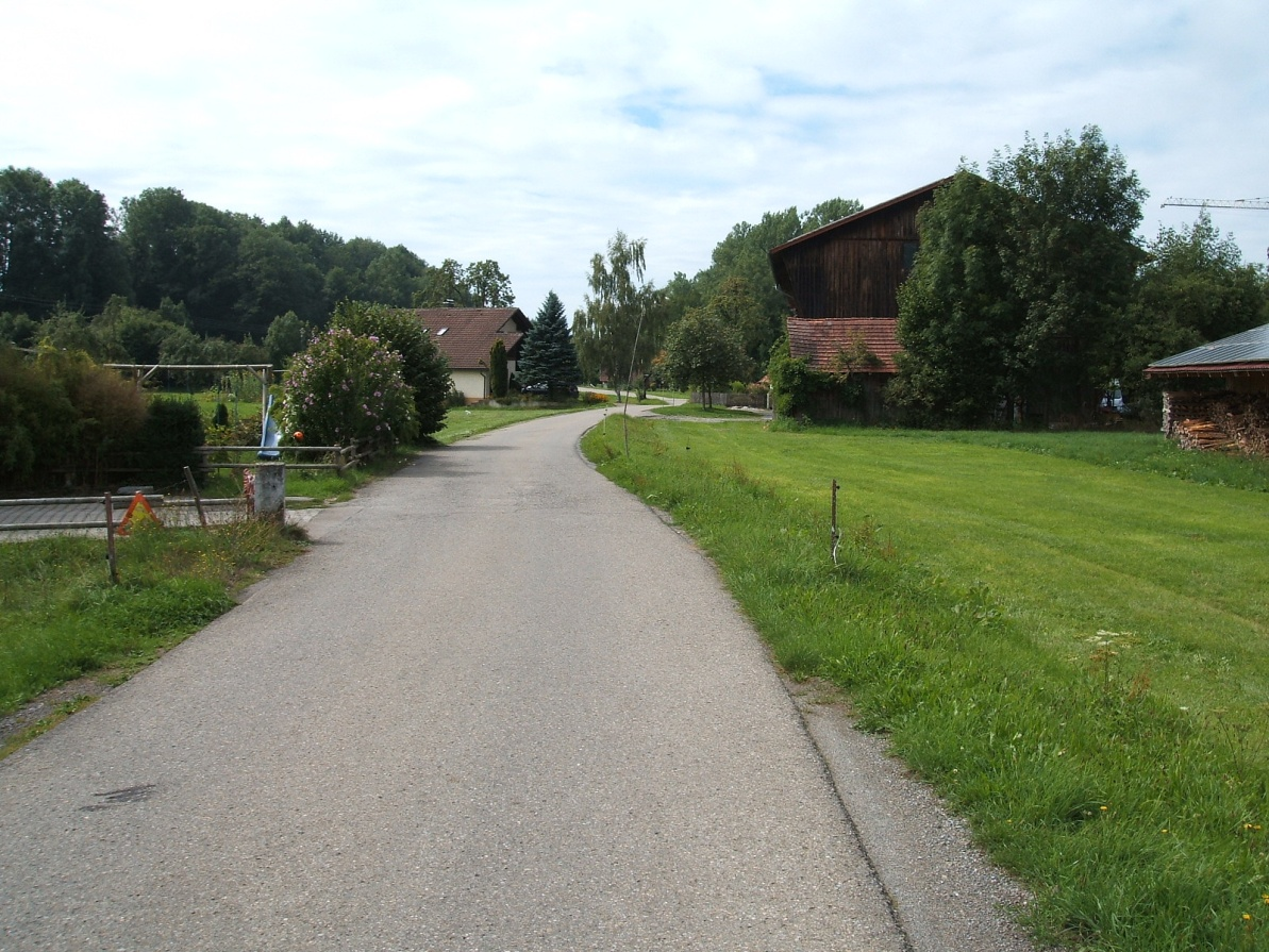Typical traffic-free rural roads with good road surfaces, it is possible to cycles for miles and see no cars - perhaps the odd tractor