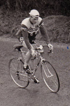 Tony, climbing the 1 in 4  Bledlow Ridge Climb in the 1962 Chequers Chase, just before the finish near High Wycombe. Note the beautifully shaved legs!