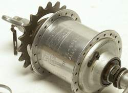 The Sturmey ASC 3-speed fixed-wheel gear with alloy shell, QR and wingnuts