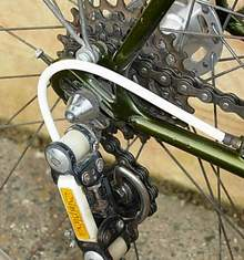 Close-up of delrin Simplex Prestige gear and Campagnolo long rear-ends with long adjuster