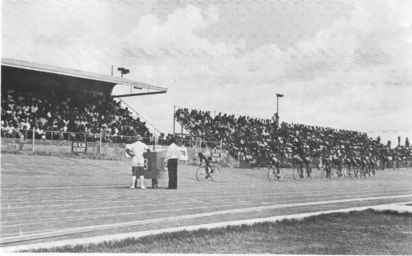 1976 Black South African track championships, Libanon gold mine, Westonaria, north-west Transvaal. Note the large number of spectators, estimated to be 10,000.