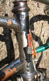 side view of head lugs