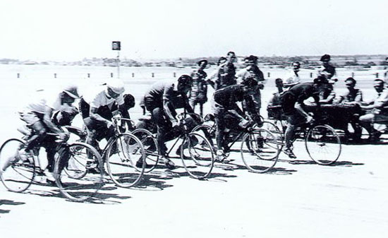 Start of a Buckshee Wheelers race in the desert