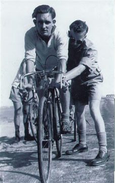 Bully Beef Trophy, Cairo 1946 : Tom Dobbie at start