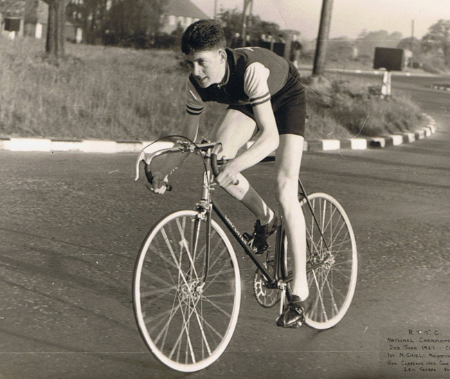 1957 - Robin Gambrill, one member of winning team in the 25-mile National Championships with brother Mike and Allan Killick