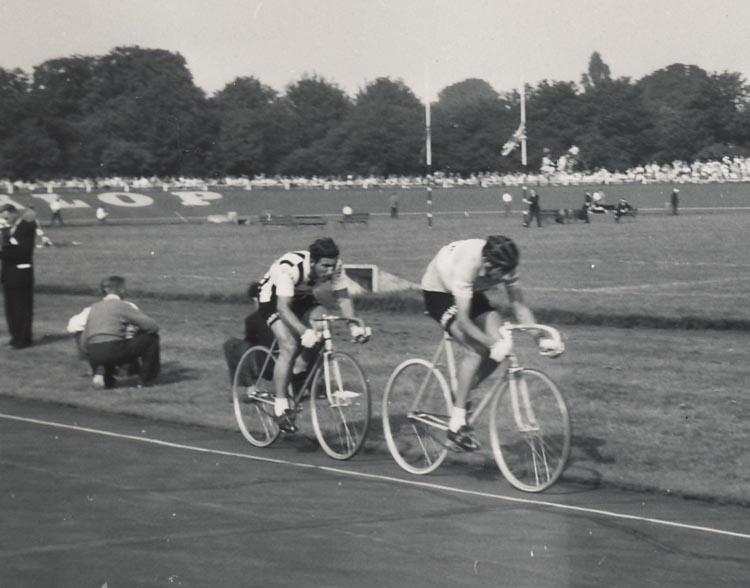 Fausto Coppi leading Nino Defilippis