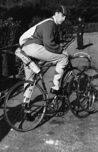 Derek, looking very smart, with his Hetchins 'straight stay' Vade Mecum riding on HP's with sprints for racing mounted on sprint-wheel carriers and strapped to bars with old toe straps for extra safety. Note musette and spare tubs, etc. strapped to saddle