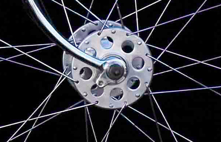 Harden large-flange front hub with 15/17 DB spokes (Image Horst Friedrichs)