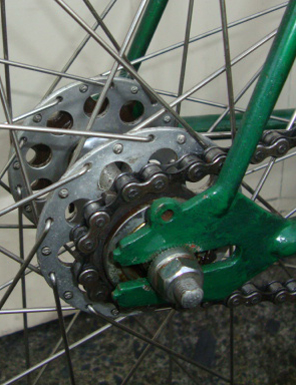 Inch-pitch sprocket and chain on Airlite hub