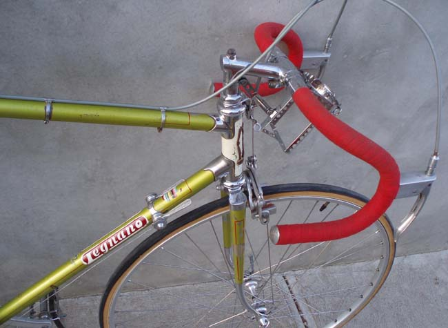 Legnano showing head lugs, Campagnolo hubs, Universal levers, Cinelli (Legnano) stem and bars