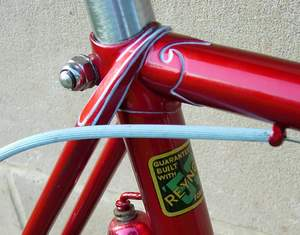 Wrap-over seat stays indicate the second version of the Vincitore