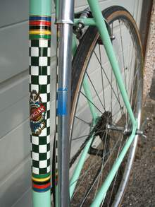 Original paintwork reproduced with early seat tube transfer