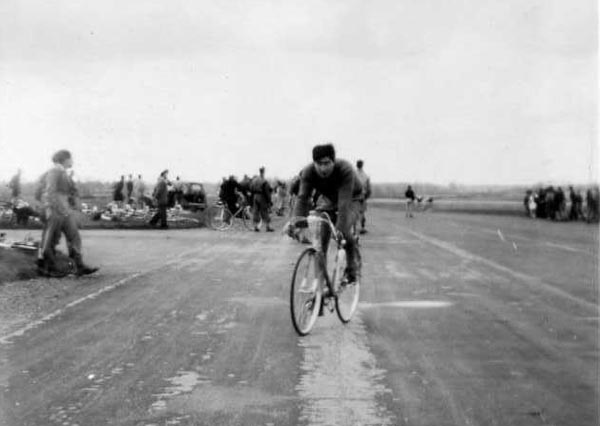 Dennis, on Holdsworth; warming up on an airfield circuit