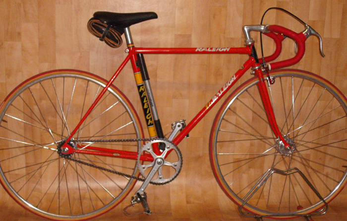 Raleigh SBDU Ilkeston track Brenda Atkinson from Yorkshire won 13 Great Britain national track titles on this machine, she also used it in local 10-mile time trial events in the mode depicted.