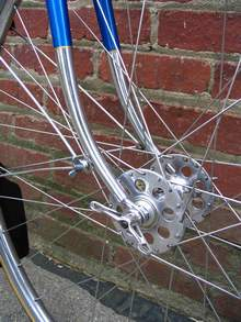 Raleigh Record Ace forks showing QR mudguard eyes and Raleigh wingnuts Harden front hub and conloy rims