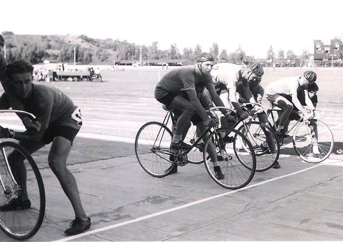 SA team at the start of the 4000 metres team pursuit